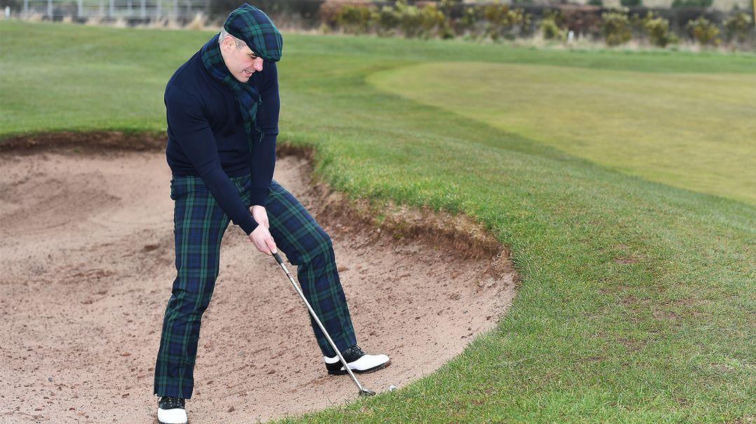 Golfhosen und -mützen