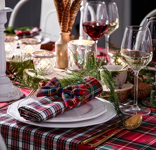 Decorations & Christmas Table