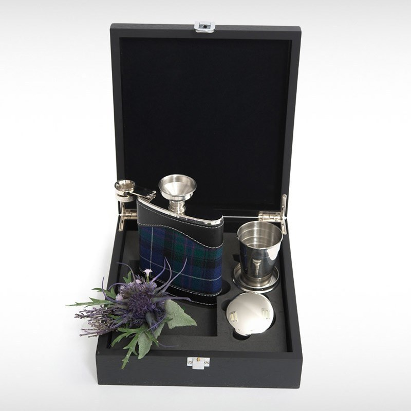 Hip Flask Set in Pride of Scotland Highland
