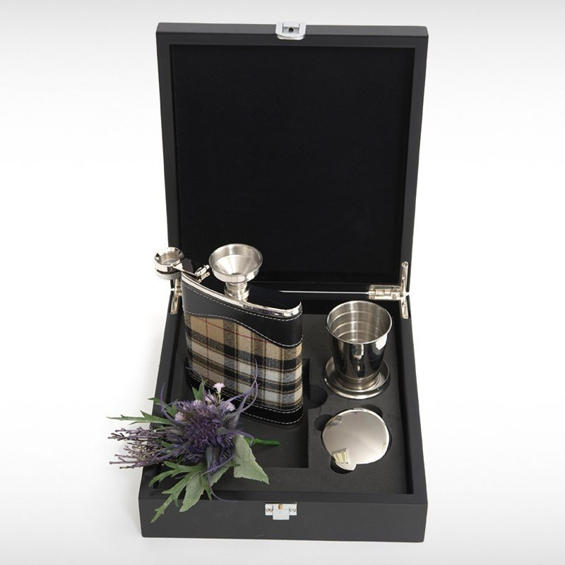Hip Flask Set in Pride of Scotland Gold