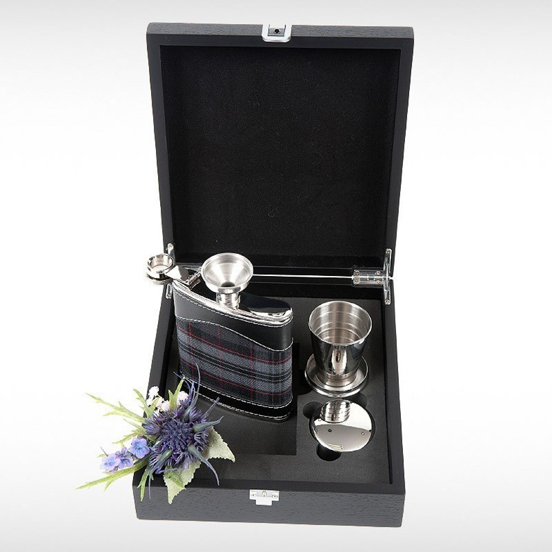 Hip Flask Set in Pride of Scotland Silver