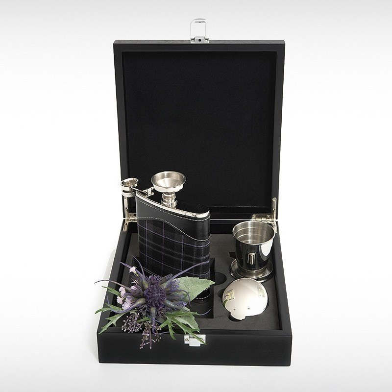 Hip Flask Set in Pride of Scotland Platinum