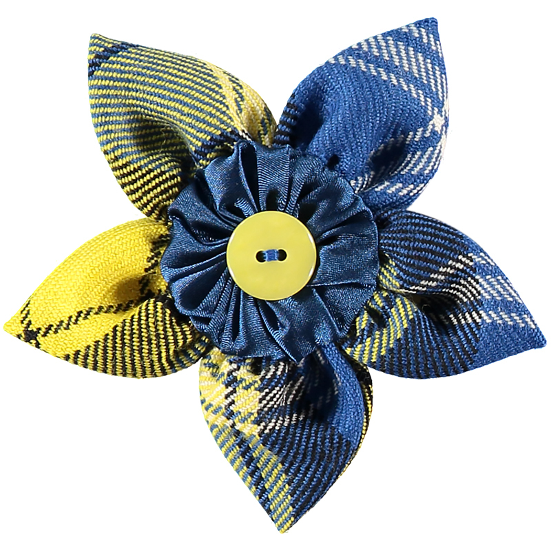 Doddie'5 Plaid Petal Brooch