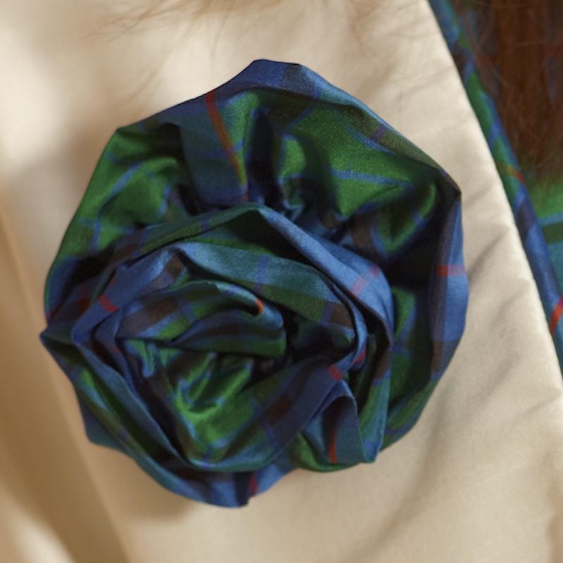 Tartan Rose Brosche aus Seide