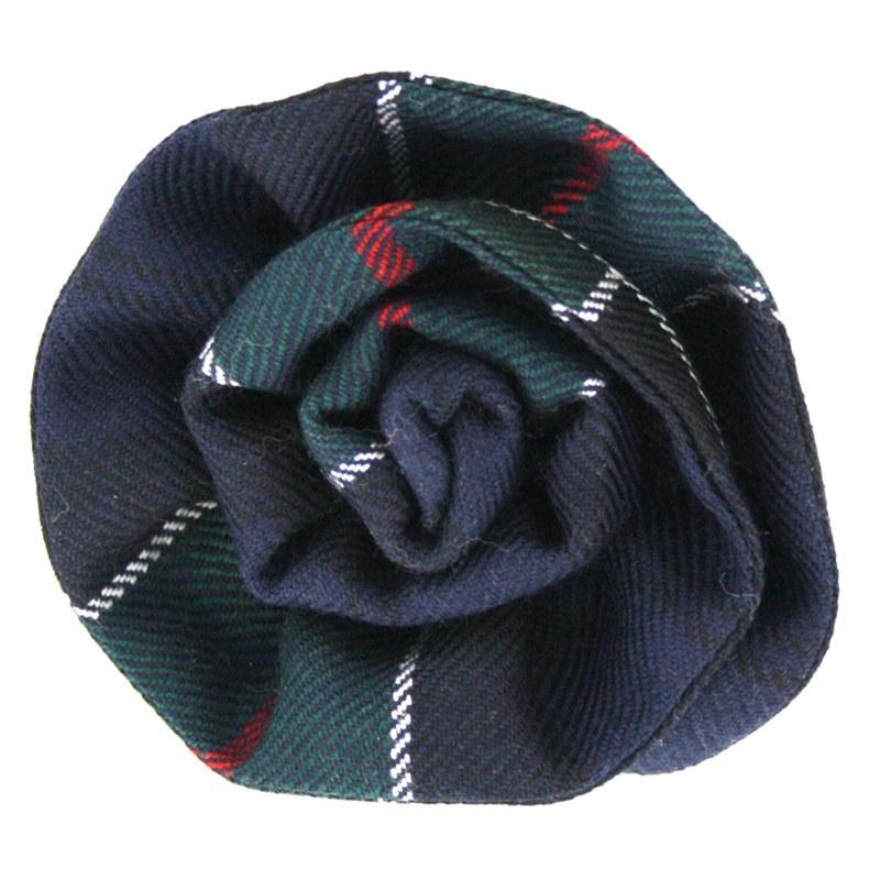 Broche en laine tartan en forme de rose in Colquhoun Modern
