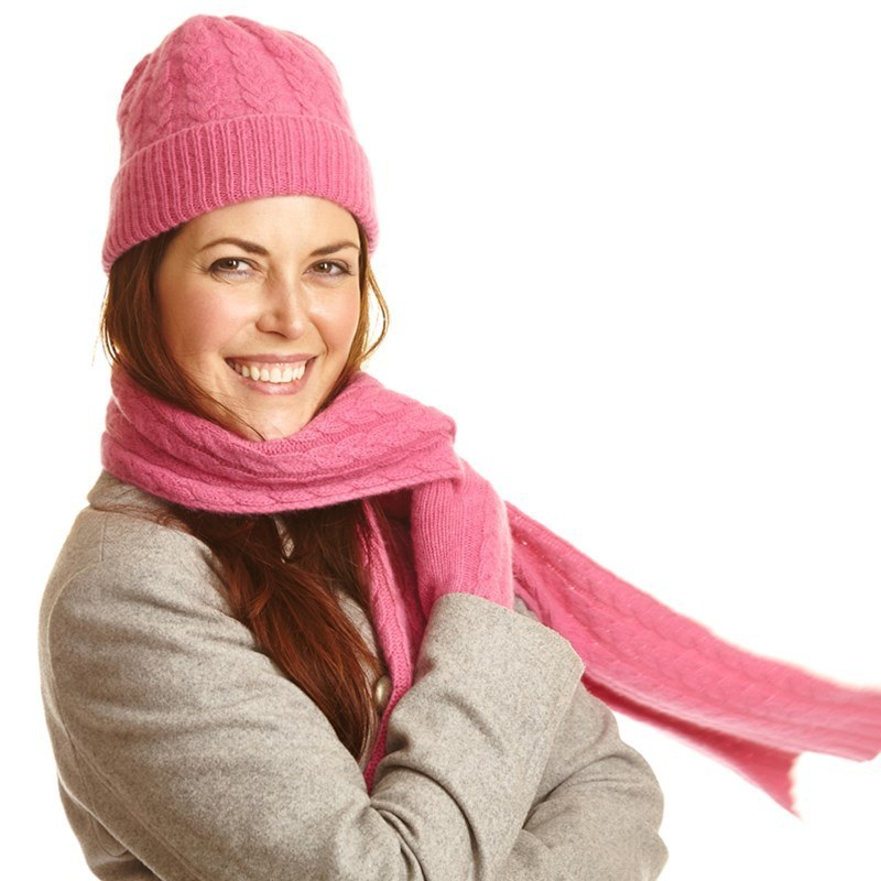 Cable Knit Cashmere Beanie in Infra Pink