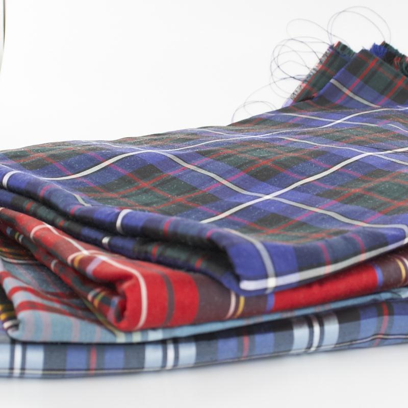 Echantillon de tissu de soie ecossais
